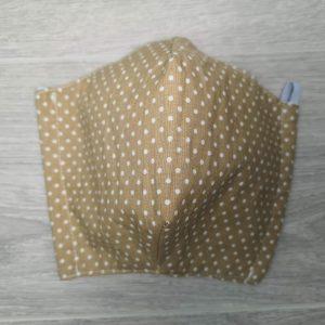 Masque de protection lavable contre la projection de gouttelettes. Fait au Québec avec deux épaisseurs de coton avec des élastiques ajustables derrière les oreilles. beige. confortable et ajustable