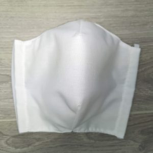 Cloth Face Coverings to Help Slow the Spread. Made in Quebec. Two thicknesses of cotton fabric. With a pocket to insert a filter. WhiteMasque de protection lavable contre la projection de goutelettes. Fait au Québec avec deux épaisseurs de coton avec des élastiques ajustables. blanc avec sachet pour filtre