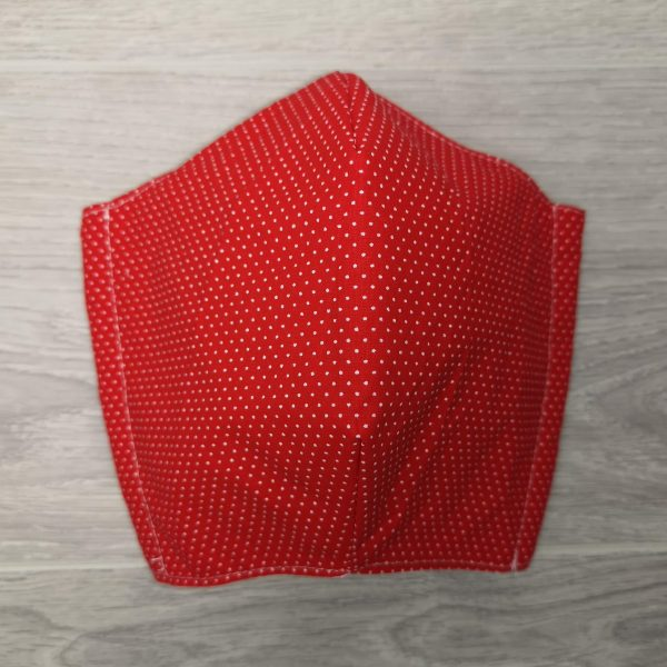 Couvre visage rouge et blanc avec espace pour mettre un filtre et élastiques ajustables. confortable et facile pour respirer.Cloth Face Coverings to Help Slow the Spread. Made in Quebec. Two thicknesses of cotton fabric. With a pocket to insert a filter. red and white